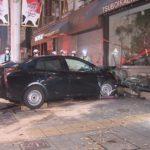 名古屋の繁華街でタクシーとプリウスが衝突し店舗に突っ込み6人搬送。どちらかが信号無視の車カス