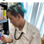【画像】木下博勝医師、終業式にブルーヘアのポニーテール、ネックレスの長男大維志君を公開「カッコいい」