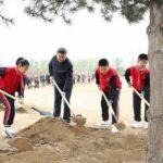 【画像あり】習近平国家主席、民衆と共に植樹活動に参加