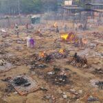 インドで火葬場に遺体があふれる状態に、まき不足で支援要請