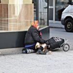 ホームレスを減らしたいスイス、片道ヨーロッパ行き切符を無料提供し国から出て行ってもらう政策を実施