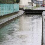 17歳高校生が用水路で倒れ溺死 現場近くには倒れた自転車も 警察は事件の可能性を視野に捜査  [294725597]