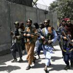 タリバン、記者家族の家々を射殺しながら捜索  [421685208]