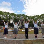 先生「おう、長崎原爆記念日だから慰霊碑取り囲んで人間の鎖やるぞ」男子「女子と手繋ぐチャンス!」  [866556825]